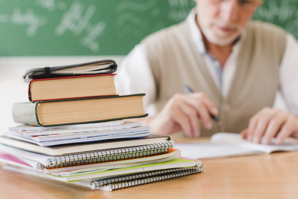 Faculty-helps-in-choosing-law-school